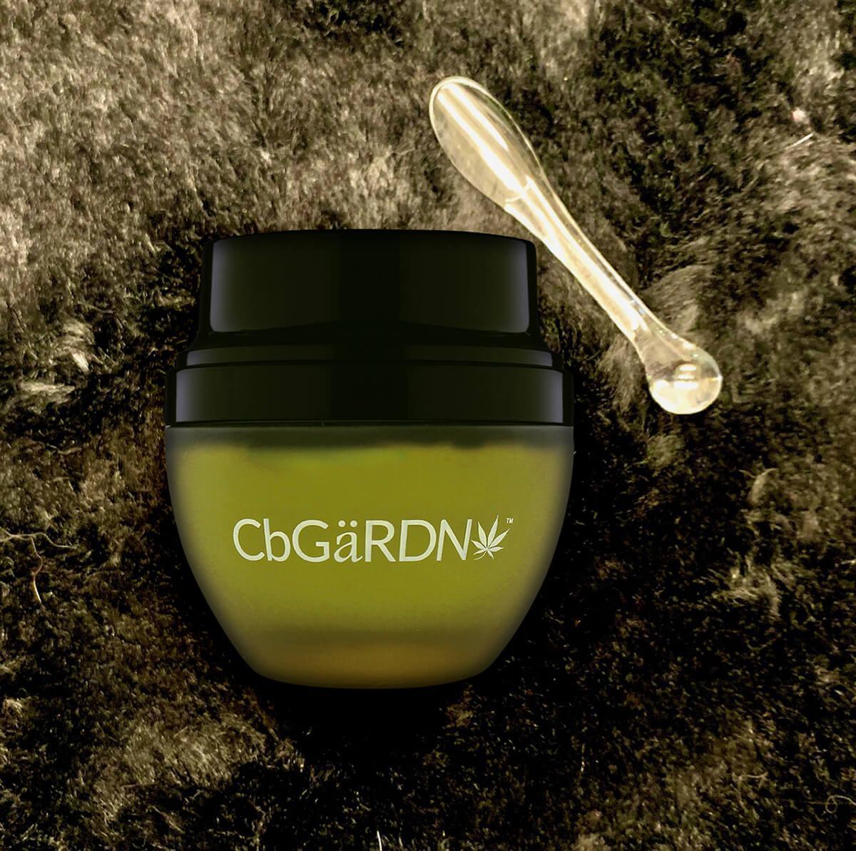 CbGaRDN cream and applicator